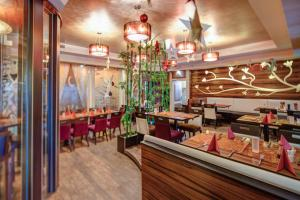A restaurant or other place to eat at Hotel Kiwano Graz