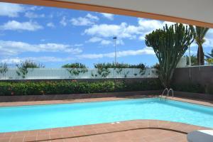 Het zwembad bij of vlak bij Apartamentos Horizonte