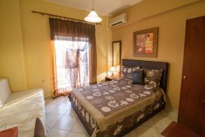 Łóżko lub łóżka w pokoju w obiekcie Iliadis House