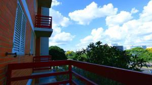 A balcony or terrace at Mansoori Apart Hotel I