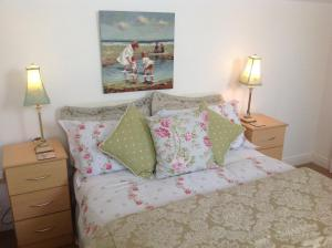 A bed or beds in a room at Killyliss Lodge