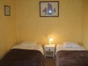 A bed or beds in a room at Le Clos De Lascoer