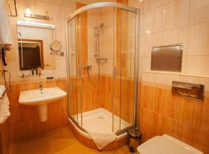 A bathroom at Hotel Askania