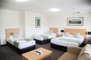 A bed or beds in a room at Murwillumbah Motor Inn