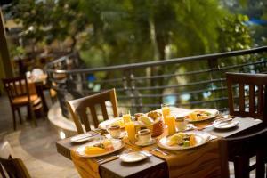 キガリ セレナ ホテルにあるレストランまたは飲食店