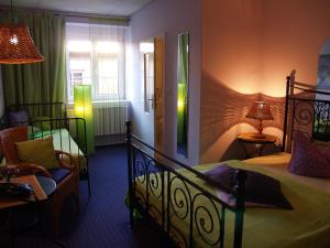 A bed or beds in a room at Zum Goldenen Stern