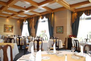 Un restaurante o sitio para comer en Hotel Costa Real