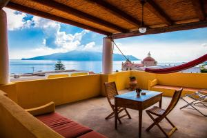 A balcony or terrace at Hotel Arcangelo - Salina