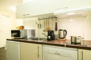 A kitchen or kitchenette at BATU Apart Hotel