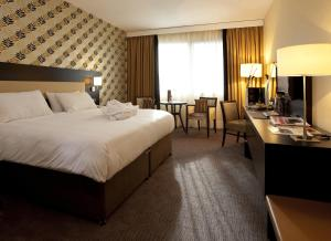 A bed or beds in a room at Mercure Antwerp City South