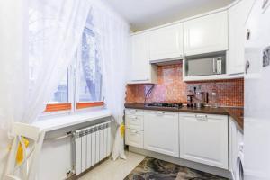 Кухня или мини-кухня в BatmanHome Apartment