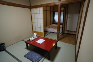 A television and/or entertainment centre at Ryokan Katsutaro