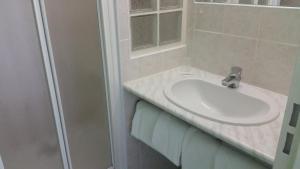 A bathroom at Hotel Noctuel