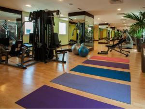 The fitness centre and/or fitness facilities at Citymax Hotel Bur Dubai