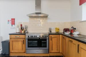 A kitchen or kitchenette at Elderburn Lodges