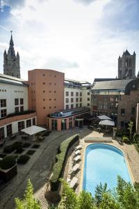 Uitzicht op het zwembad bij Novotel Gent Centrum of in de buurt