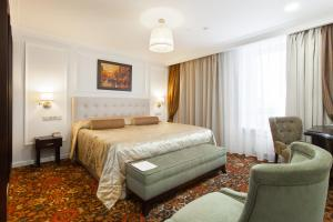 Кровать или кровати в номере Бизнес-Отель Континенталь