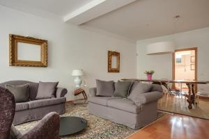 A seating area at Apartments Florence Menicucci