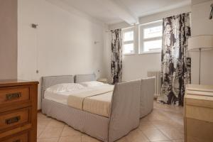 A bed or beds in a room at Apartments Florence Menicucci