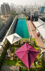 A view of the pool at Mercure Bangkok Siam or nearby