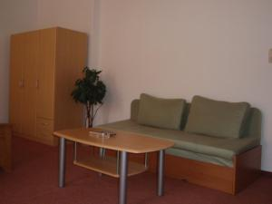A seating area at Hotel Regrus