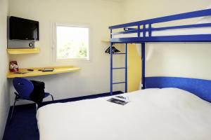 A bunk bed or bunk beds in a room at ibis budget Aachen Raeren Grenze