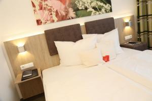 Ein Bett oder Betten in einem Zimmer der Unterkunft Central Hotel Eschborn