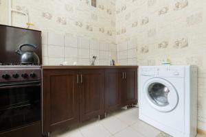 Кухня или мини-кухня в Апартаменты на Лихачевском Шереметьево