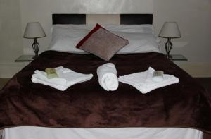 A bed or beds in a room at The Crystal Lodge Hotel