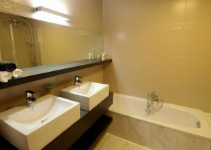 Ванна кімната в Private House