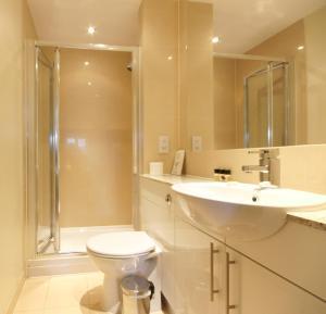A bathroom at Lodge Drive Serviced Apartments