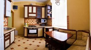 """A kitchen or kitchenette at Apartments """"The cultural capital"""""""