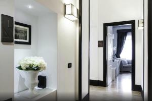 A television and/or entertainment center at Residenza Scipioni Luxury B&B
