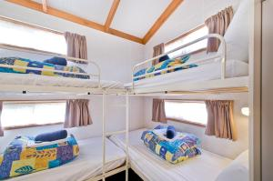 A bunk bed or bunk beds in a room at Warragul Gardens Holiday Park