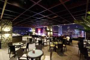A restaurant or other place to eat at City Garden Grand Hotel