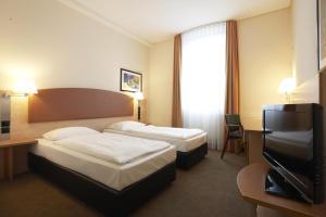 Ein Bett oder Betten in einem Zimmer der Unterkunft IntercityHotel Berlin Ostbahnhof