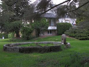 A garden outside Gîte Brocéliande