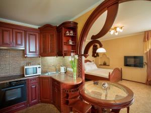 A kitchen or kitchenette at Studio De lux