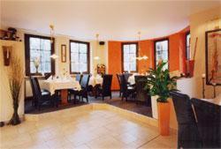 Ein Restaurant oder anderes Speiselokal in der Unterkunft Deckert's Hotel & Restaurant