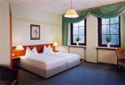 Ein Bett oder Betten in einem Zimmer der Unterkunft Deckert's Hotel & Restaurant