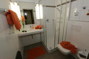 A bathroom at Hotel Niggemann