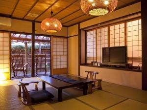 A seating area at Hanaougi Bettei Iiyama