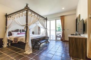 幸福綠光峇里島渡假會館房間的床