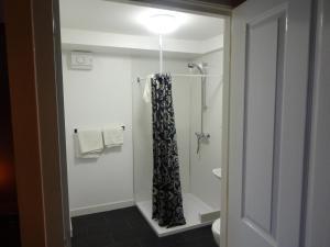 A bathroom at St. Cyrus Village Inn