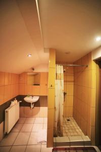Łazienka w obiekcie Folwark Tumiany Pokoje & Restauracja