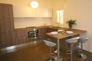 A kitchen or kitchenette at Villa Elen