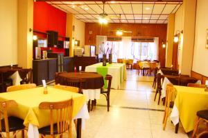 Un restaurant u otro lugar para comer en Hotel Roma