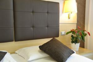 Postel nebo postele na pokoji v ubytování Hotel Eros