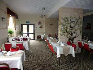 A restaurant or other place to eat at Woodlands Hotel
