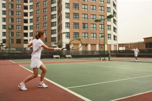 Tennis and/or squash facilities at Somerset Grand Hanoi or nearby